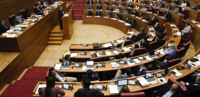 Valencia (Comunitat Valenciana), 09/02/2017. El president de la Generalitat, Ximo Puig, durante la sesión de control en el pleno de Les Corts. EFE/Kai Försterling