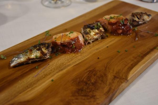 Sardina y pulpo marinado con chile habanero a la brasa